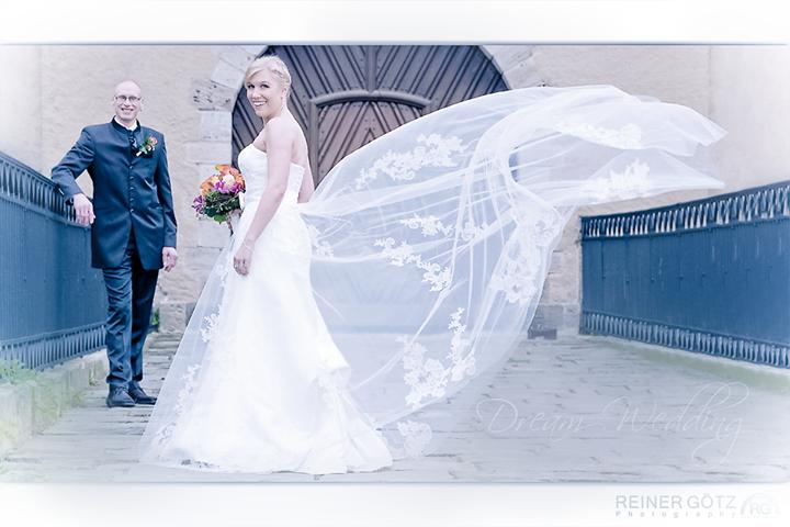 Hochzeit Shooting auf einer Brücke