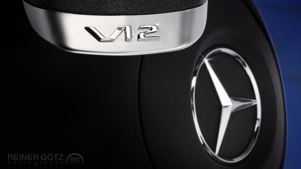 Schriftzug V12 Mercedes